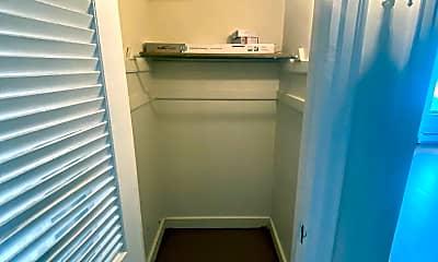 Bathroom, 722 Pleasant St, 2