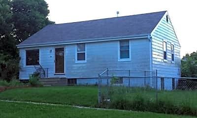 Building, 664 W B St, 1