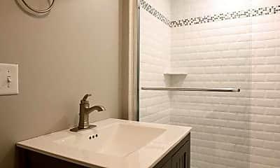Bathroom, 19 Lincoln St, 2