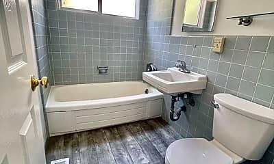 Bathroom, 14 Gomez Way, 2