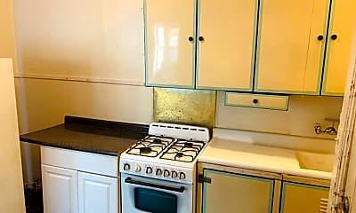 Kitchen, 28 Robin St, 2