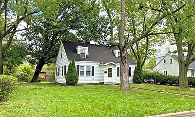 Building, 21123 Oak St, 1