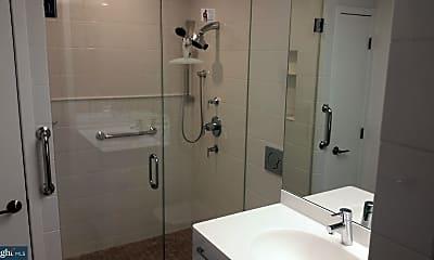 Bathroom, 3 N Christopher Columbus Blvd 270, 1