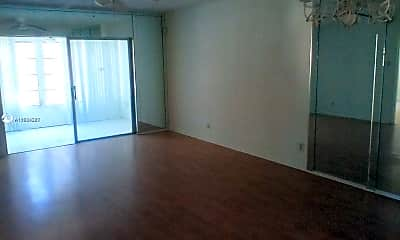 Living Room, 1015 Country Club Dr 301-Y, 1