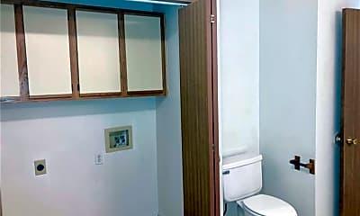 Bathroom, 221 Fox Run Pl A, 2