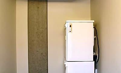 Bathroom, 1410 NW Kearney St, 2