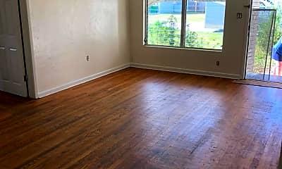 Living Room, 903 Kensington Dr, 1