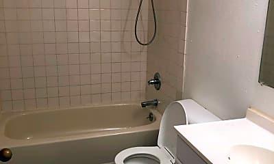 Bathroom, 920 W Nelson Ave, 2