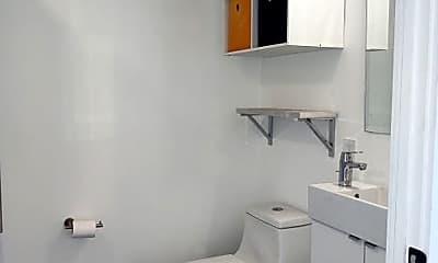 Bathroom, 598 W Laurel St, 1