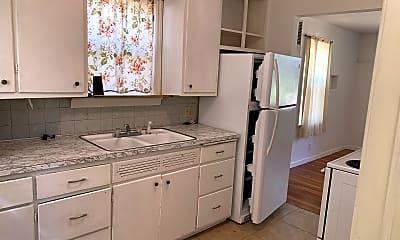 Kitchen, 1002 E Elm Ave, 1