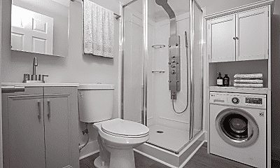 Bathroom, 2924 W Clementine St, 1