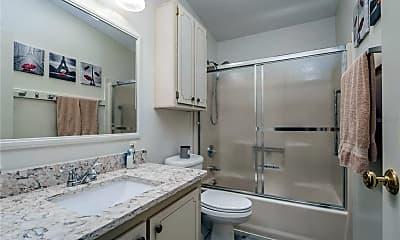 Bathroom, 753 Turnberry Ln, 2