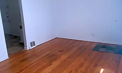 Living Room, 1302 Richmond Ave, 2