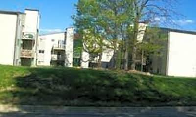 Building, 634 Morse St, 1