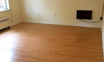 Living Room, 1012 S Pugh St, 1