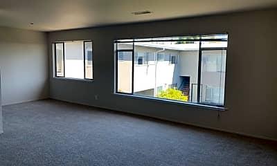 Living Room, 786 Elm St, 1