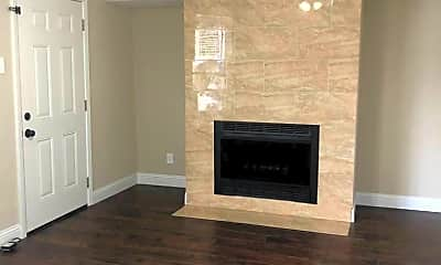 Living Room, 4512 Sycamore St, 1