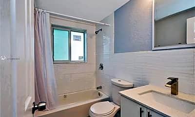 Bathroom, 60 NW 76th St, 2