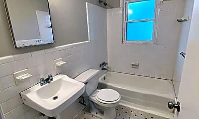 Bathroom, 815 Dana Pl, 2