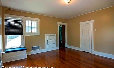 Living Room, 112 N Elm St, 2