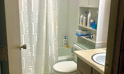 Bathroom, 5284 Greenfield Ave, 2