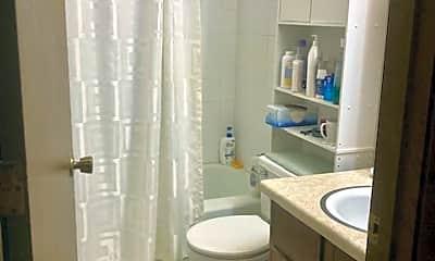 Bathroom, 5284 Greenfield Ave, 2