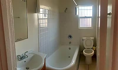 Bathroom, 984 S Oxford Ave, 2
