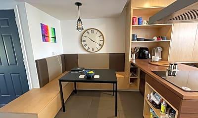 Living Room, 711 N Juliette Ave, 1