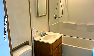 Bathroom, 89 Ingleside Ave, 2