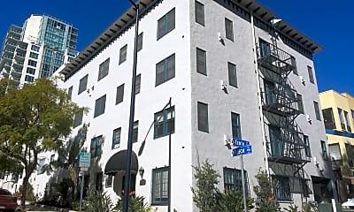 Building, 942 Beech St, 1