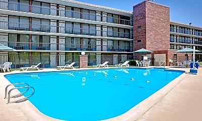 Pool, 701 E 7th St, 1