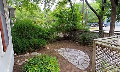 Patio / Deck, 306 W 35th St, 2