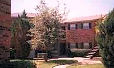 Courtyard, Saddlewood, 2