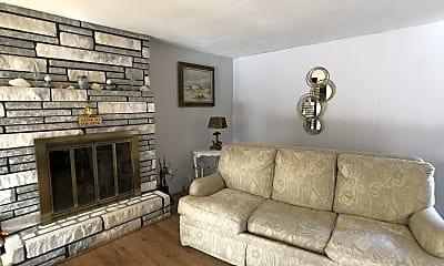 Living Room, 17 Whippoorwill Cir, 1