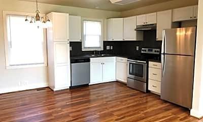 Kitchen, 2105 Dearborn Dr, 1