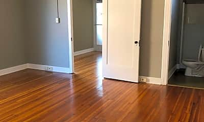 Living Room, 104 W Chestnut St, 0