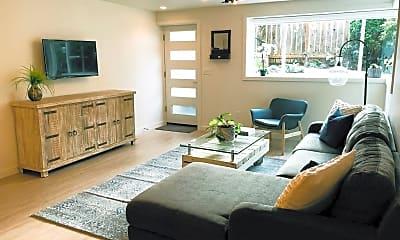 Living Room, 514 NE 85th St, 2