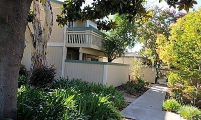 Live Oak Apartment, 2