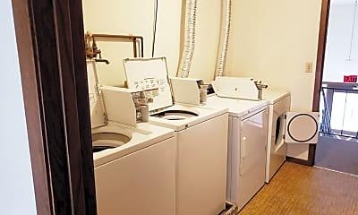 Bathroom, 506 N 4th St, 2