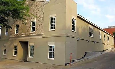 Building, 136 W Mcintosh St, 1