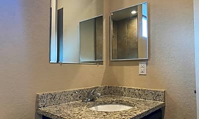 Bathroom, 6918 Lakeview Dr 101, 2