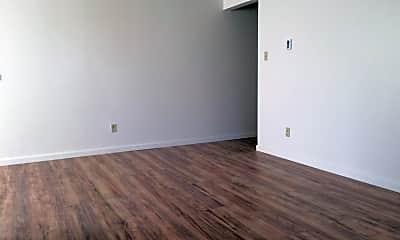 Living Room, 5090 Neil Rd, 2