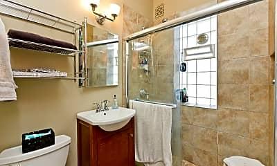 Bathroom, 3746 N Hermitage Ave, 2