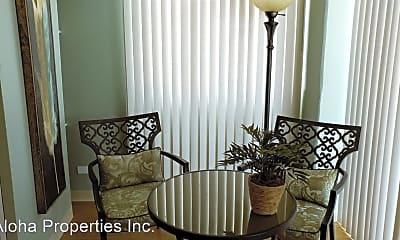 Living Room, 818 S King St, 1