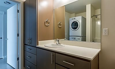 Bathroom, 5885 S Macadam Ave, 2