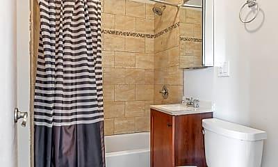 Bathroom, 1316 W 18th St 3M, 2