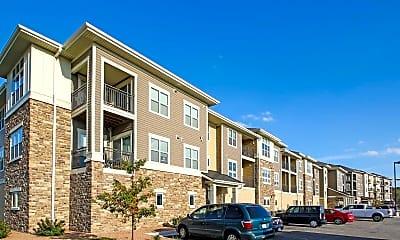 Building, Fox Crossing Apartments, 0