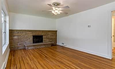 Living Room, 397 Saunders St, 1
