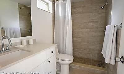 Bathroom, 601 N Rio Vista Blvd, 2