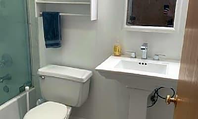 Bathroom, 818 N Dearborn St, 2